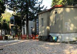 CAIAZZO. Ognissanti e defunti, navette gratis: continuano i lavori di sistemazione e pulizia del cimitero cittadino, realizzata in un'ala del luogo sacro anche una pavimentazione.