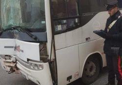 Capracotta. Autobus slitta sul ghiaccio e va a collidere contro il muro di un'abitazione: autista e 4 passeggeri trasportati in ospedale dal 118.