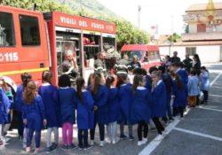 """Venafro. Pompieropoli, la manifestazione dei Vigili del Fuoco svolta all'interno del progetto """"Scuola sicura""""."""