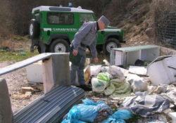 Venafro. Una persona sanzionata per scarico e abbandono di rifiuti domestici su terreno boscoso ad alto pregio ambientale.