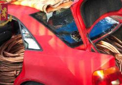 """Solopaca. In fuga in auto lungo la """"Telesina"""" con 12 quintali di rame: inseguimento della polizia, in due lasciano la vettura e scappano a piedi."""