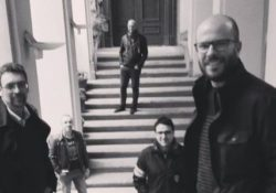 Venafro. Sonika poietika: domenica 4 agosto la rivisitazione rock dei classici di Lucio Battisti nello storytelling-concert di Donato Zoppo e gli Uomini Celesti, tra narrazione e musica.