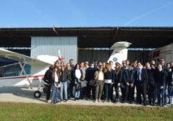 """Limatola / Maddaloni. Gli studenti del Tecnico Aeronautico """"Villaggio dei Ragazzi"""" a lezioni di volo."""