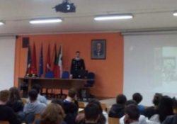 Agnone. I Carabinieri incontrano gli studenti spiegando loro la ricorrenza e il significato del 4 Novembre.