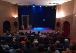 """CAIAZZO. Teatro Jovinelli: sold out per la prima stagionale con """"l'Anfitrione""""."""