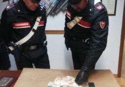 Isernia / Provincia. Non rispetta l'alt dei Carabinieri: inseguimento e arresto per detenzione di droga e sequestro di 400 euro in contanti.