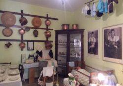 """Frosolone. Il """"Piccolo museo Occhi a candela"""": raccontare attraverso materiali e documenti di una famiglia il vissuto delle generazioni precedenti, la storia del nostro Sud."""