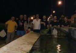 """ALIFE. La foto notizia: un gruppo di amici si ritrova per una """"melonata"""" alla fontana – lavatoio di Porta Piedimonte."""